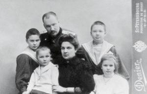 Е.С. Боткин с супругой и детьми