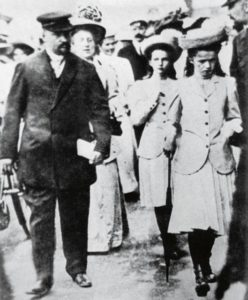 Евгений Сергеевич Боткин с Царской Семьей