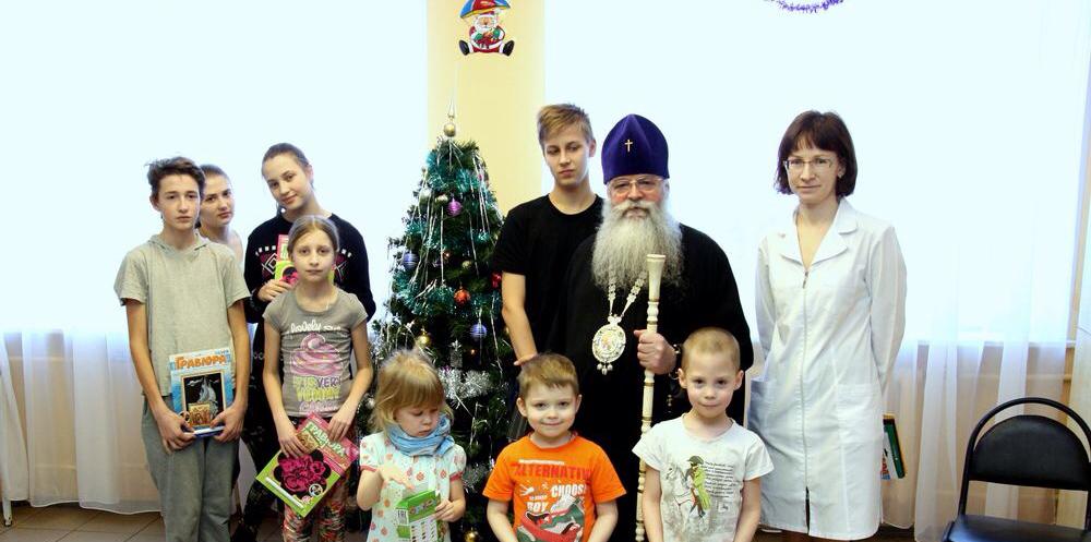 В Рождественский сочельник митрополит Константин посетил Детскую республиканскую больницу