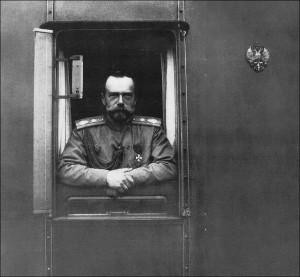 Государь Николай II в вагоне собственного Его Императорского Величества поезда
