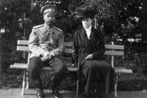 Император Николай II с вдовствующей Императрицей Марией Федоровной